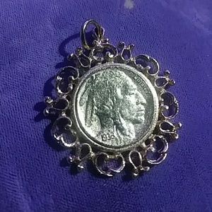 Jewelry - Vintage Indian head pendant